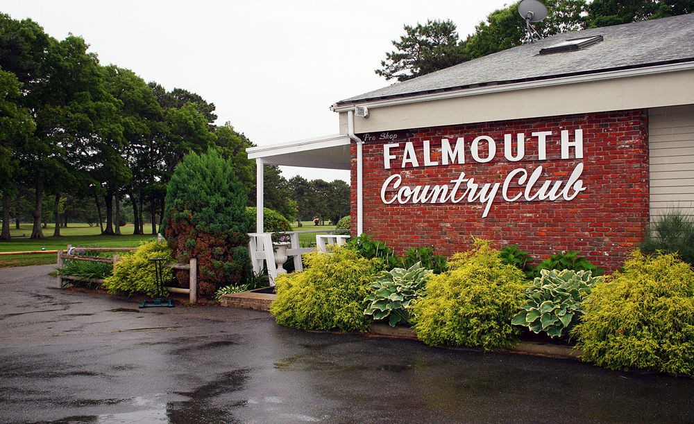Falmouth golf tourney raises money for amputee support group